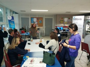 es salariés du groupe  La Poste s'initient à la Langues  des Signes française