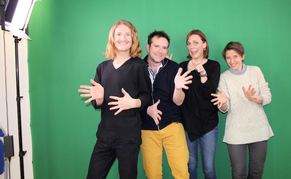 L'équipe qui réalise les vidéos en LSF pour l'accessibilité du Musée du cinéma et de la gendarmerie de St Tropez.